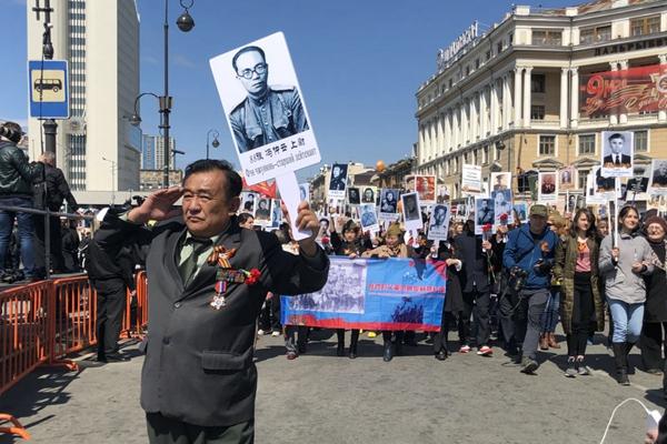 """行进在俄罗斯胜利日阅兵式上的""""中国军团"""""""