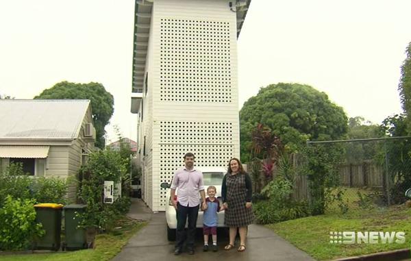 澳夫妇155万元抢购地皮建宽仅2.3米两层三室小楼