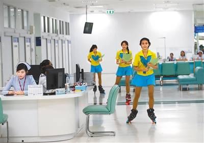 泰国医院的轮滑护士