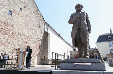 媒体:马克思雕像在德国特里尔揭幕 中国驻德大使致辞