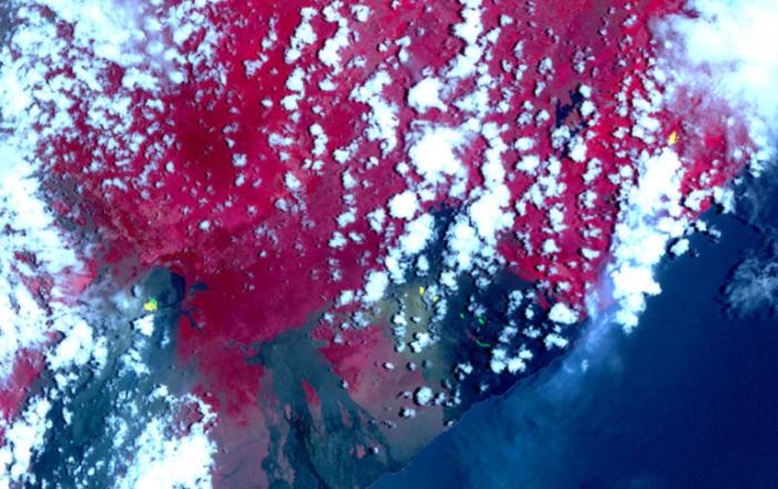 NASA从太空中监测夏威夷基拉韦厄火山熔岩情况
