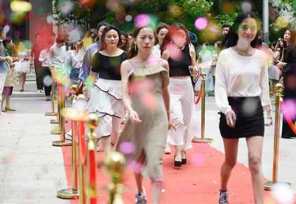 华中最大网红孵化基地落户武汉 主播超过600人