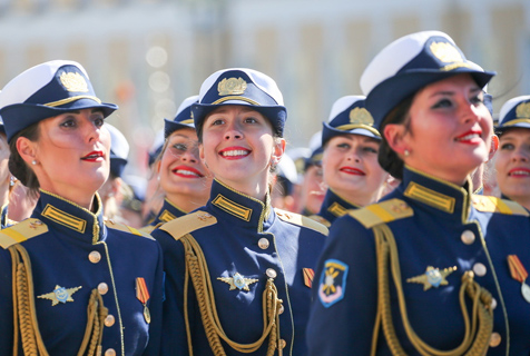 俄罗斯胜利日阅兵 女兵自信满满英姿飒爽