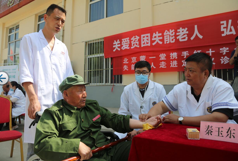 世界红十字日:红会事业发展中心慰问定州贫困失能老人