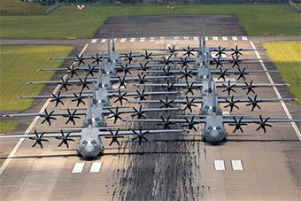 美国用C130排象步展示空中机动实力