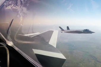 歼-20隐形战机首次开展海上实战训练