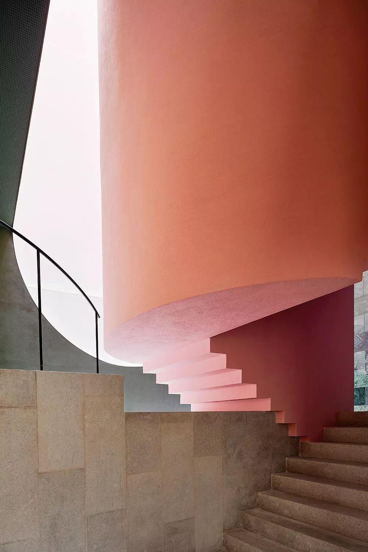 把楼梯玩成艺术空间