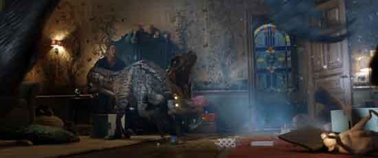 《侏罗纪世界2》入侵版新预告 族群之战一触即发