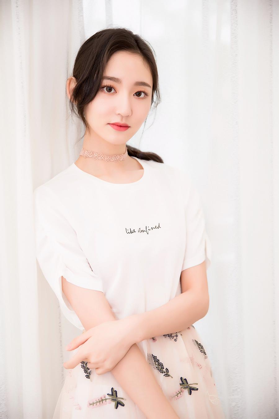 《创造101》王莫涵初夏写真曝光 演绎甜美少女力
