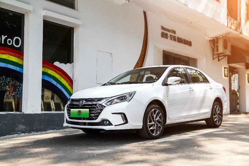 载入车史名人堂 比亚迪秦成就新能源插混车市首销售十万