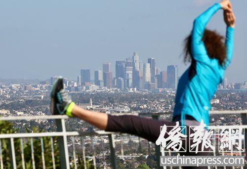 美媒:美大龄华人青年为何选择单身不结婚?