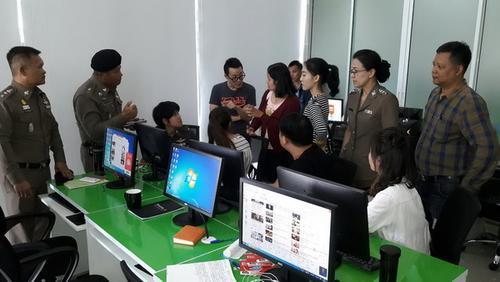 中国侨网166名中国人在泰国操控中国股市被警方押扣审讯。(泰国《世界日报》)