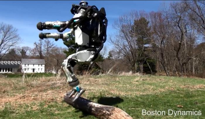 波士顿动力展示Atlas最新成果:跑步跳跃样样精通