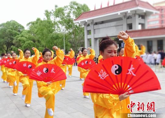 国家卫健委:中国注册护士总数超过380万人