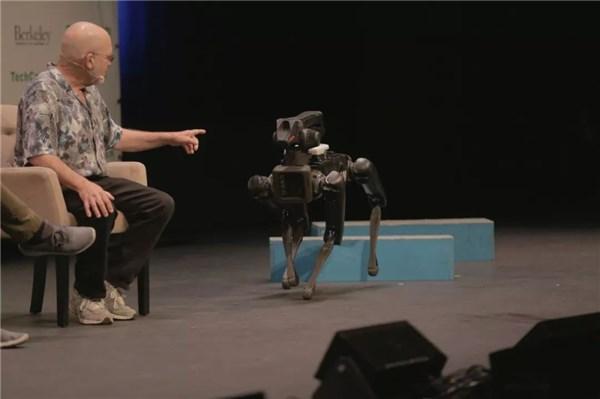 波士顿动力机器狗SpotMini计划2019年开售