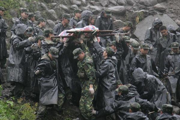 汶川地震十周年 回顾那些托举起生命的瞬间