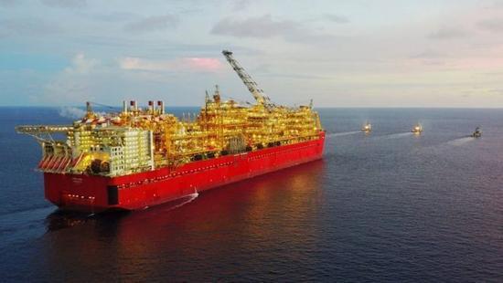 """有人打造排水量60万吨""""巨无霸"""" 从海底开采天然气"""
