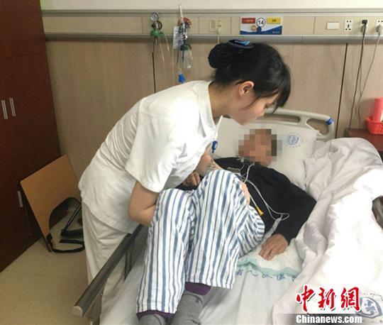 """汶川地震""""英雄少年""""成""""白衣天使"""":向着光"""