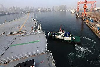 历史性的一刻!中国首艘国产航母首次出海
