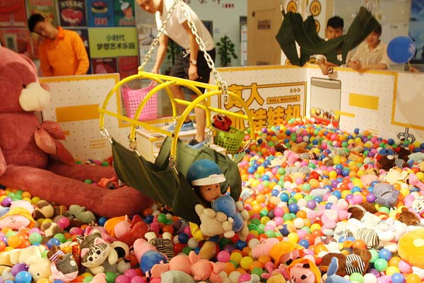 重庆现真人版抓娃娃机 抓到多少娃娃带回家