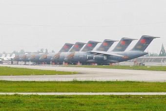 战略空军来了!6架运20运输机扎堆机场停机坪