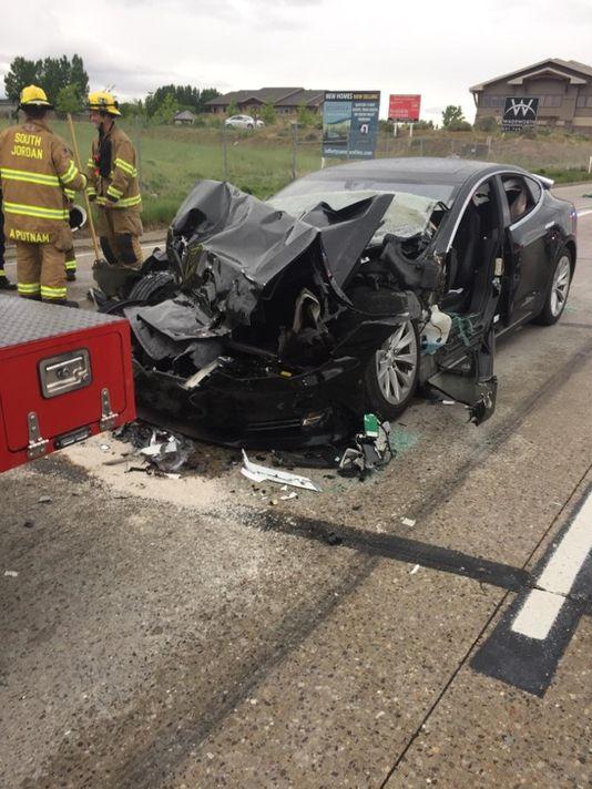 特斯拉Model S在美追尾消防车 事故原因调查中