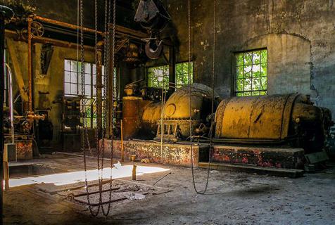 美国一百年钢厂废弃后锈迹斑斑历史感浓重