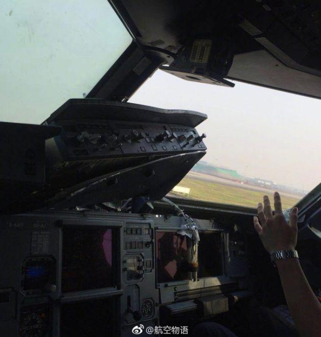 驾驶舱挡风玻璃没了都能降落,服!