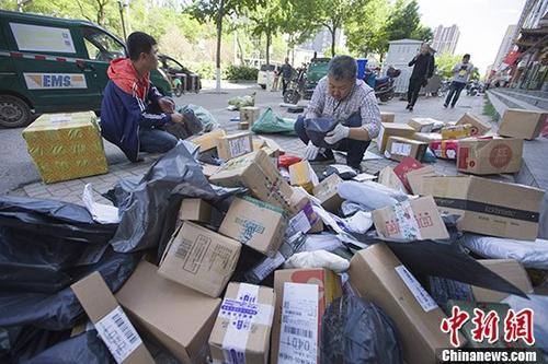 """日订单千万级 中国快递企业""""科技范""""越来越足"""