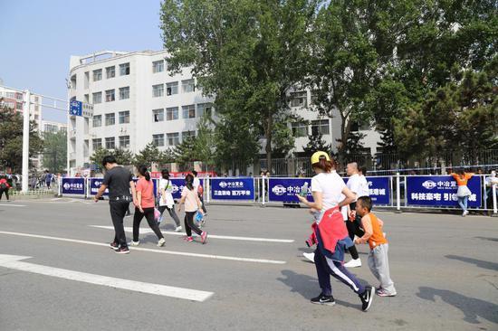 这就是中冶德贤公馆团队,作为2018年秦皇岛国际马拉松迷你马拉松官方
