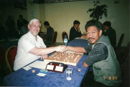 马媒:马来西亚大叔爱上中国象棋 棋艺精湛勇夺世界大奖