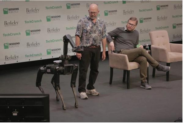 波士顿动力公司四足小机器人明年上市 价格未知