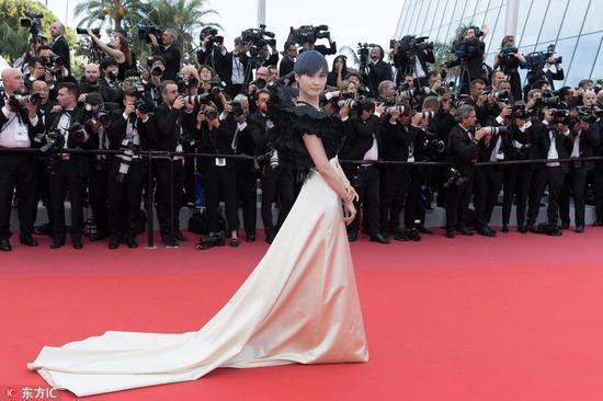 戛纳电影节,真的花钱就能蹭红毯?图片