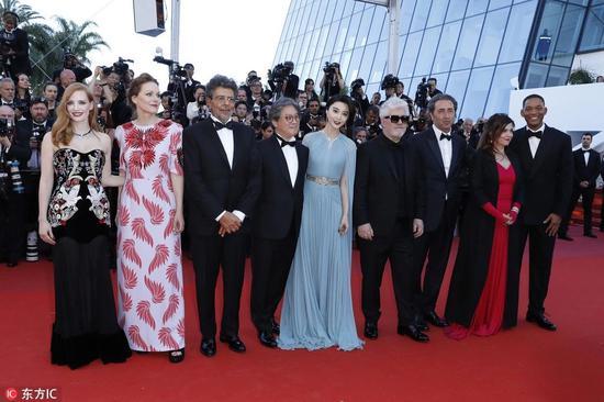 戛纳电影节,真的花钱就蹭红毯?看爱国电影手抄报全集大图片图片