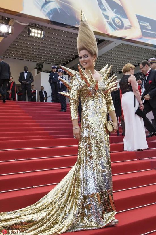 戛纳电影节,真的花钱就蹭红毯?插曲赌神里的名字叫什么电影图片
