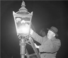 提灯点灯 巴黎300年光明之路