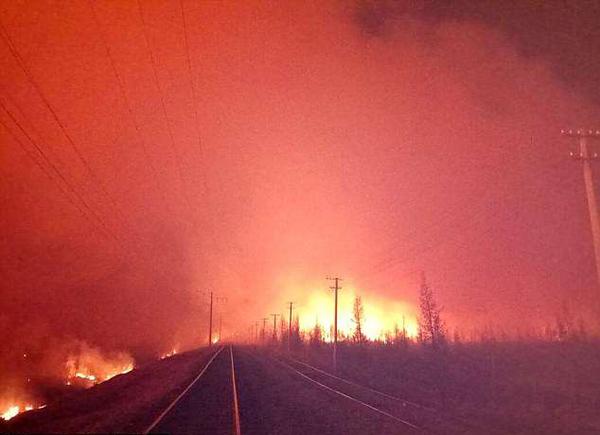 俄西伯利亚野火蔓延 列车穿越其间如入地狱