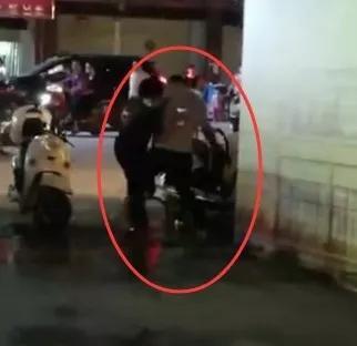 男子当街持刀捅伤一女子捅完还亲吻?警方发布通报