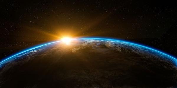 科学家发现奇特系外行星 竟没有云层
