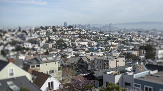 硅谷住房危机一撇:6580户家庭抢租95套廉租房