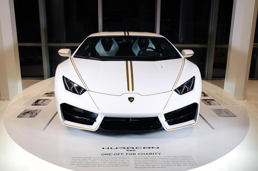 """教皇""""开光""""兰博基尼Huracan 以63万英镑成功拍卖"""