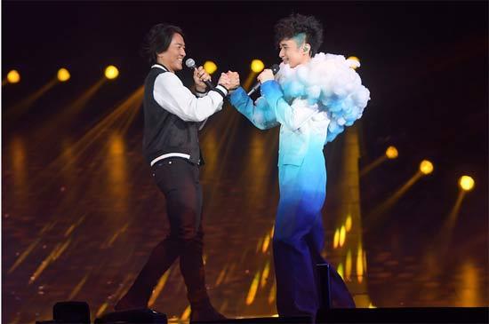 郑伊健助唱古巨基《我们》巡回演唱会