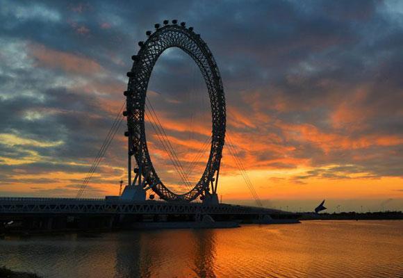 世界最大无轴式摩天轮投用 转一圈要半小时