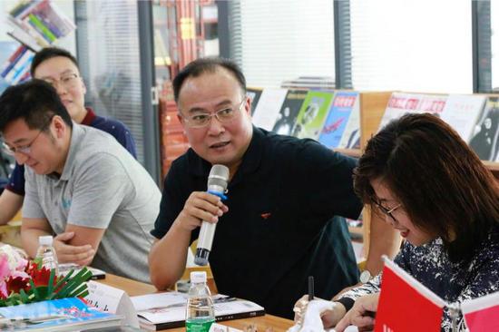 """黑龙江""""冰球小镇""""体育经济定位论证会召开"""