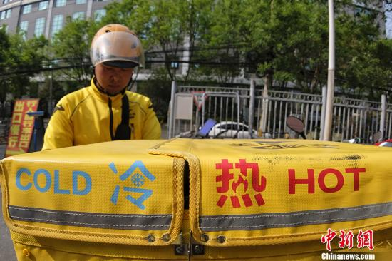 北京网络订餐日交易额近亿元 约2万家违规店铺下线