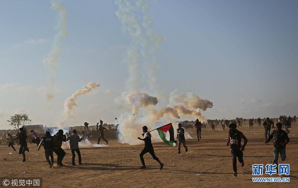 以军动用无人机向示威者扔催泪弹