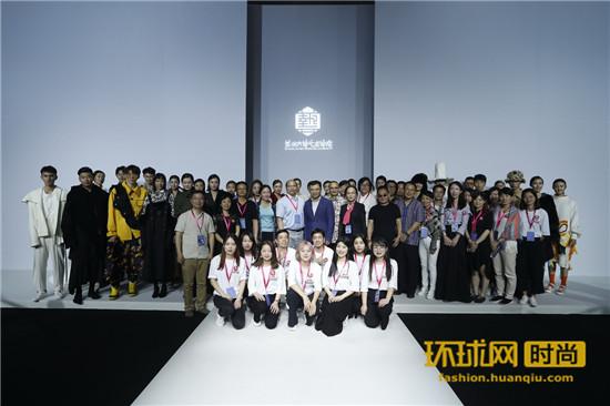 """2018年苏州大学艺术学院服装与服饰设计专业毕业生设计作品发布会在京举行 """"碰撞"""""""