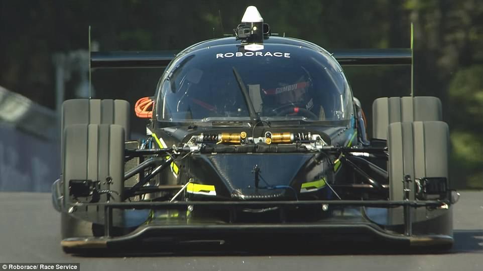 无人驾驶电动赛车挑战专业车手 Devbot惊艳亮相
