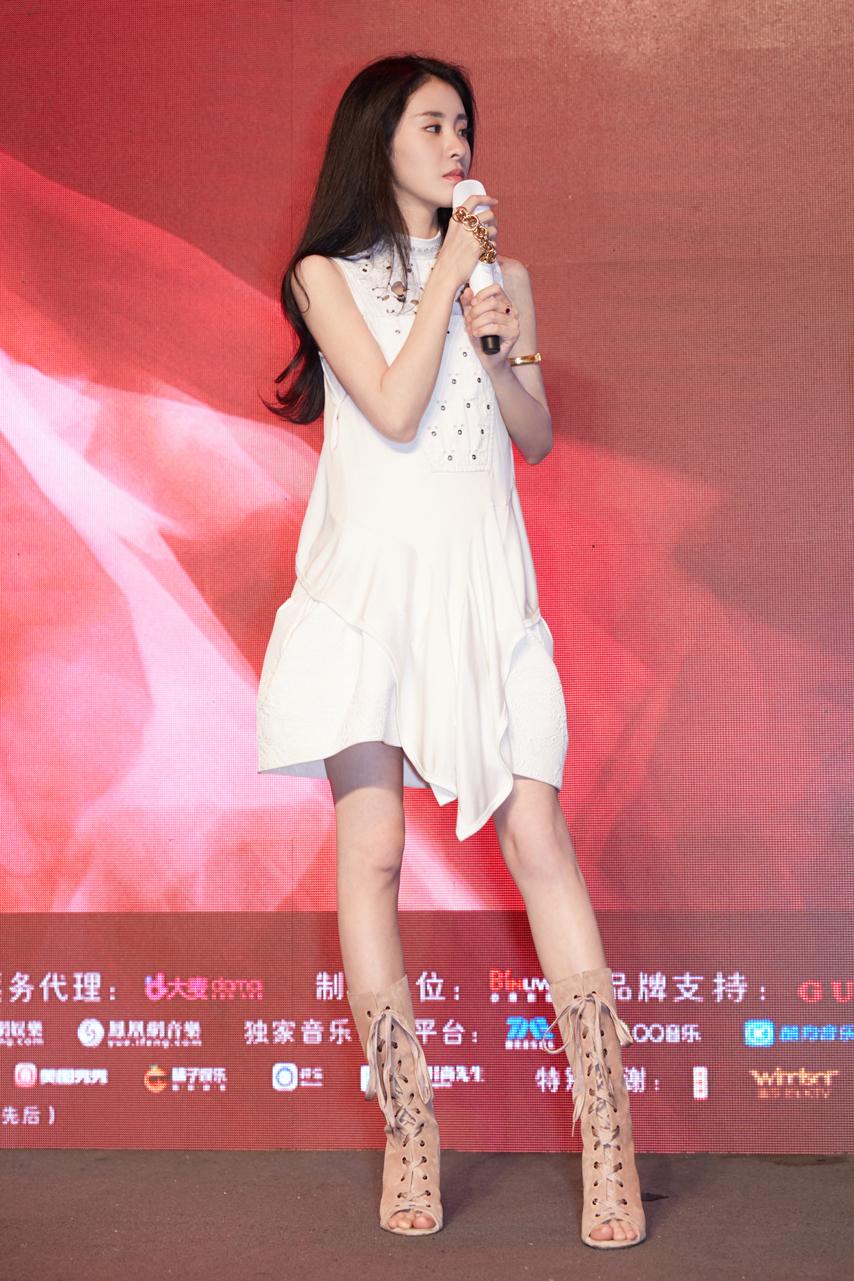 张碧晨演唱会发布会在京举办 今年盛夏璀璨开唱
