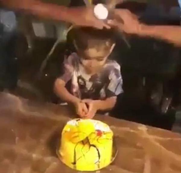 印尼小寿星被家人浇蛋液 奇葩庆生习俗遭谴责